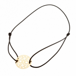 Bracelet en or jaune, cordon  et plaque motifs ajourés