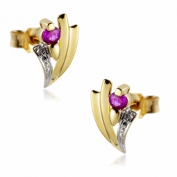 Boucles d'oreilles en or rhodié, rubis.