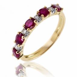 Demi alliance en or rhodié, rubis et diamants