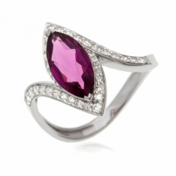 Bague en or gris, rhodolite et diamants, marquise