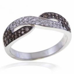 Bague en or gris rhodié, diamants blancs et bruns