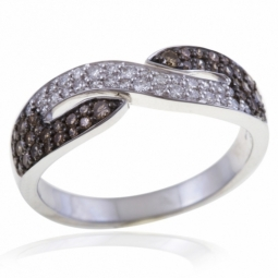 Bague en or gris rhodié, diamants blancs et bruns