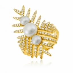 Bague en argent doré, perles de culture et  oxydes zirconium