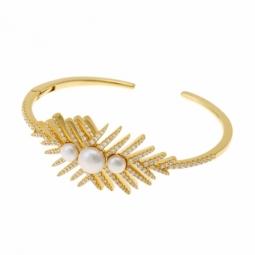 Bracelet jonc en argent doré, perles culture et oxydes de zirconium