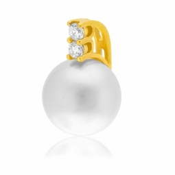 Pendentif en or jaune, perle de culture et diamants