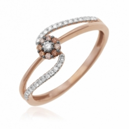 Bague en or rose rhodié, diamants blancs et bruns