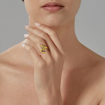 Bague en or jaune, diamants, améthystes et cordiérites