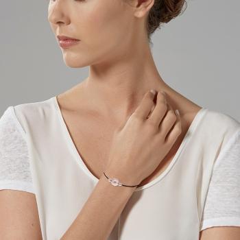 Bracelet en argent rhodié, cordon noir et perle de culture